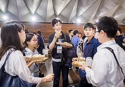 イベント会社のニューズベース|エンジニア同士の交流が会場の各所で生まれていました。