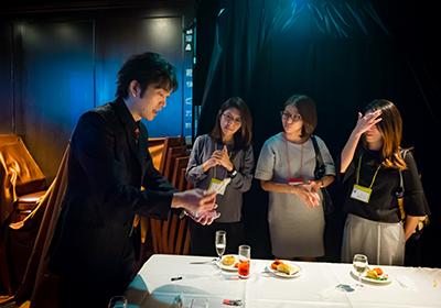 イベント会社のニューズベース|マジシャンもお呼びしてテーブル・マジックを披露して頂きました