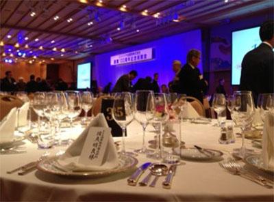 イベント会社のニューズベース|会場は都内のシティーホテルで正餐スタイル。女性の和太鼓チームのアトラクションなどでイベントを盛上げました。
